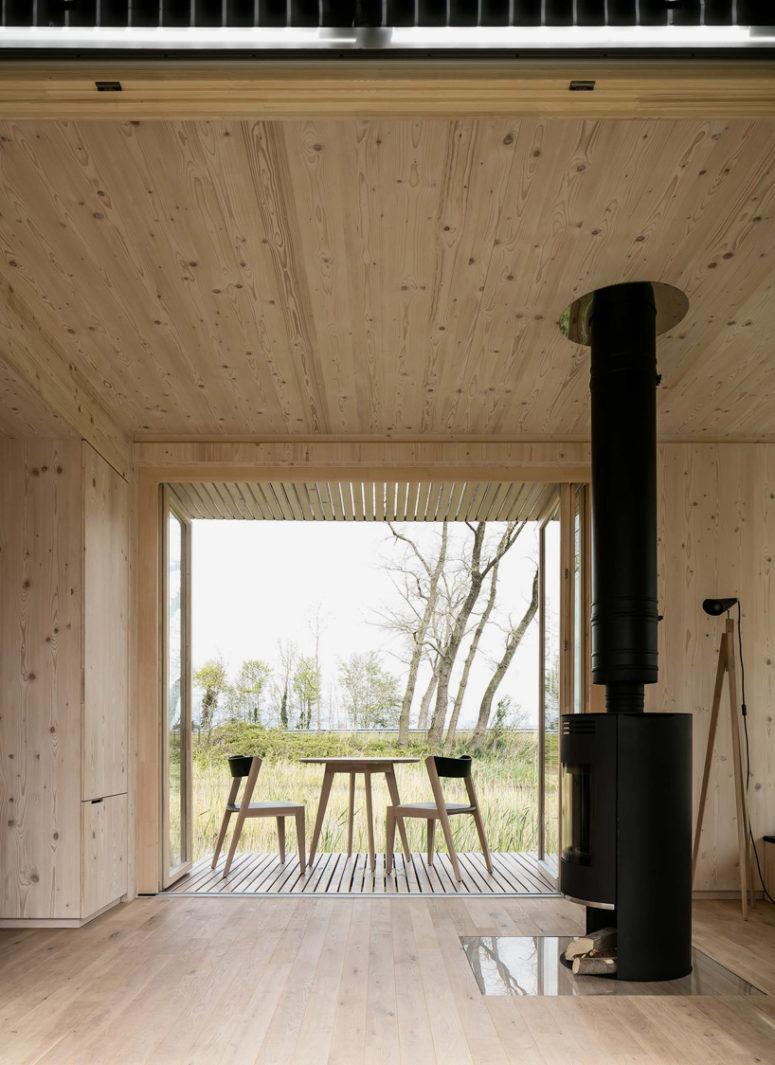 Una casa prefabricada enchapada de madera en interiores y exteriores arkihome - Interiores de casas prefabricadas ...